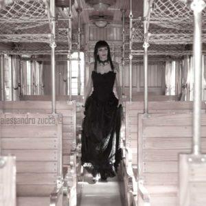 modella sul treno book fotografico vintage cagliari